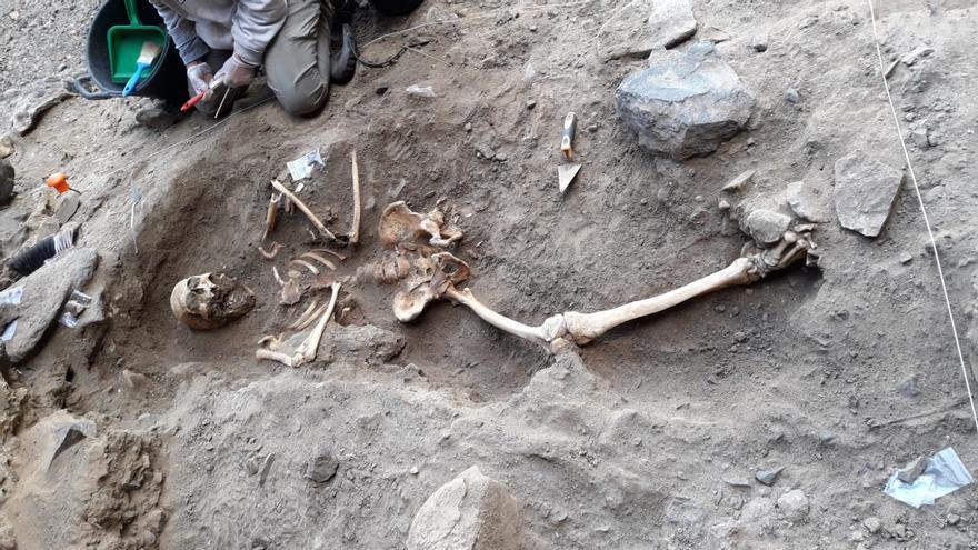 Los sondeos arqueológicos confirman el uso de una cueva de Fuerteventura como lugar de enterramiento prehispánico