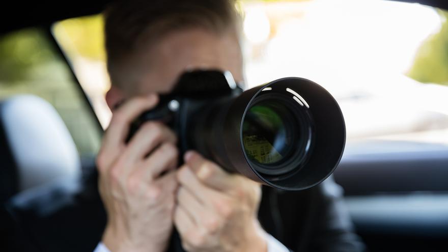Un investigador privado durante un seguimiento