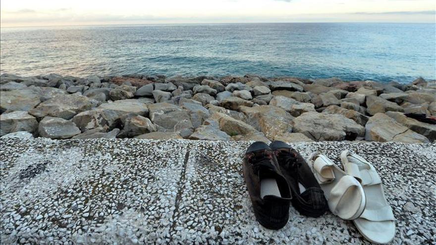 Hallan trece cadáveres en una nave cargada de inmigrantes en el Mediterráneo