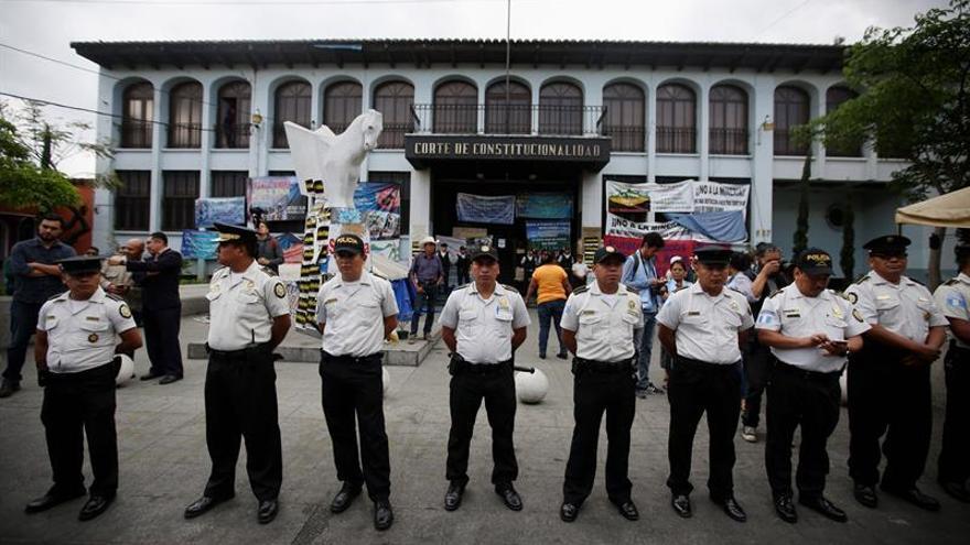 El máximo tribunal de Guatemala suspende la elección de más de 200 jueces