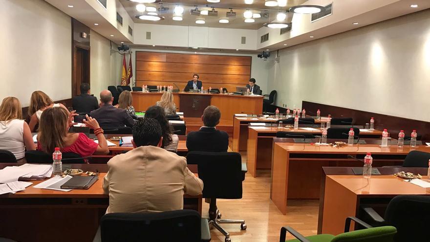 La Comisión de Presupuestos tras abandonarla Gobierno, PSOE y Podemos