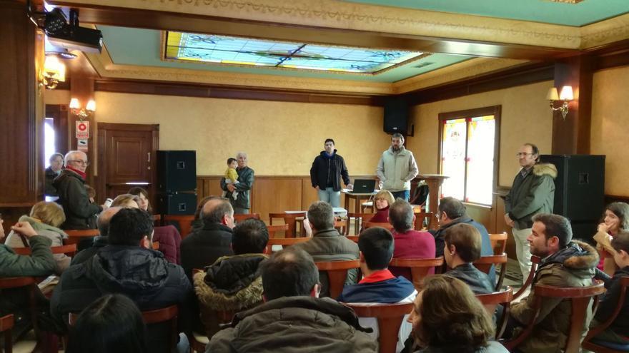 Reunión informativa a vecinos sobre la macrogranja porcina de Pozuelo (Albacete)