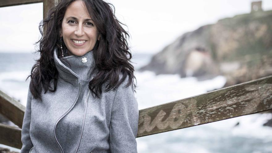 María Oruña ha presentado en Santander su novela 'Puerto escondido'. | Editorial Destino