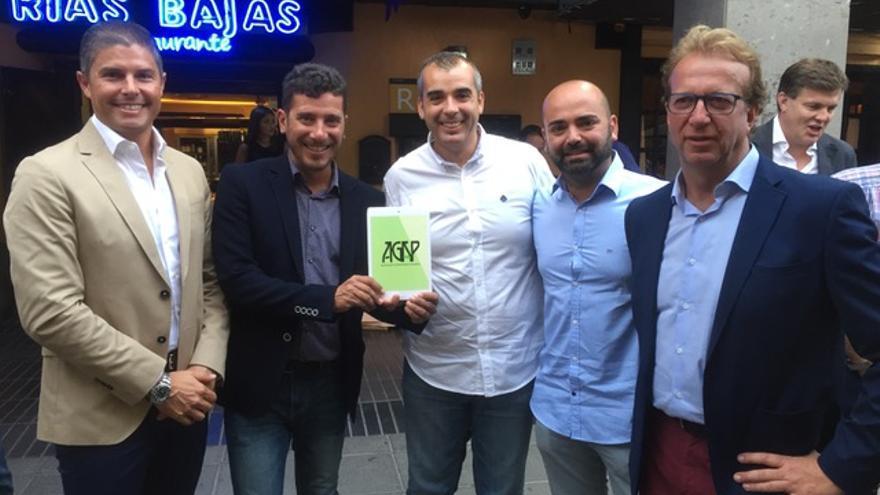 Representantes palmeros en el evento en el restaurantes Rías Bajas.