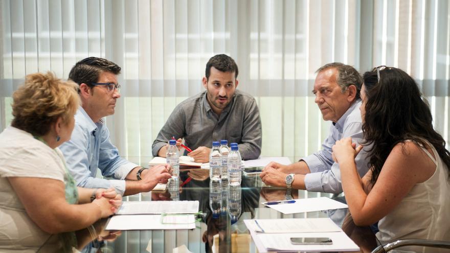 El conseller de Educación, Vicent Marzà, y el secretario autonómico Miguel Soler reunidos con el presidente de la Diputación de Valencia, Jorge Rodríguez