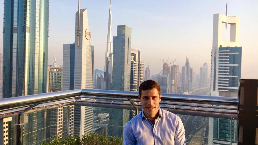 Oriol Solà, residente en Dubai, todavía no ha recibido las papeletas para votar el 26J