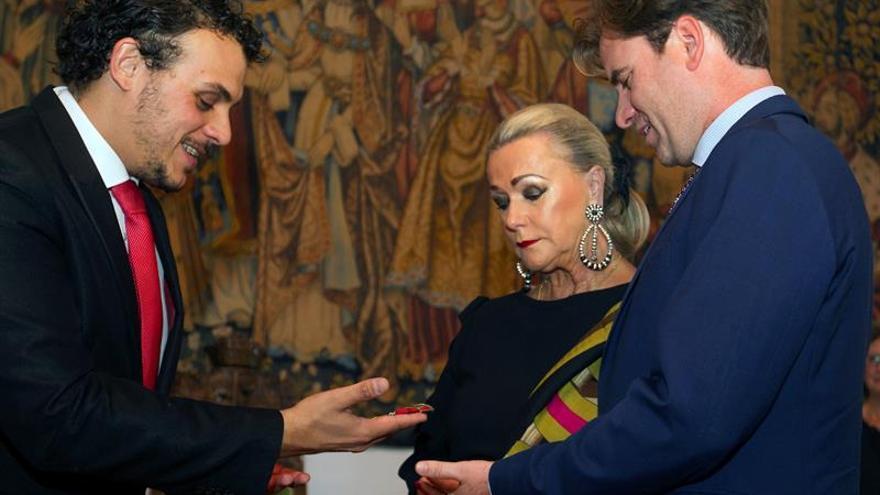 Toro impone medalla de oro póstuma a su músico más internacional, López Cobos