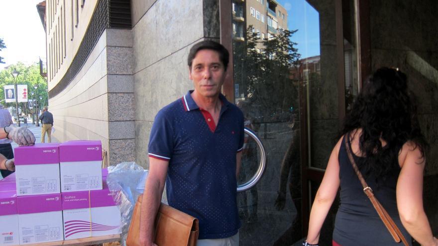Archivo - Lino Rodríguez, en una de sus innumerables visitas a los juzgados de Valladolid.