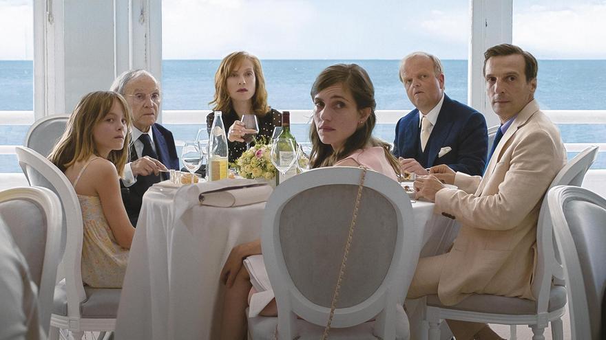 La familia de 'Happy End' en una velada de lujo que será interrumpida por un imprevisto