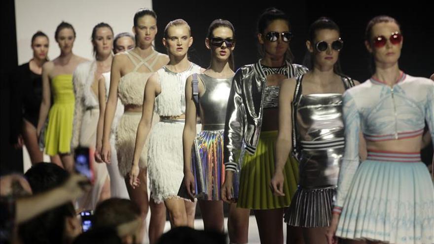 El chileno Matías Hernán pone el toque de color en la pasarela de Santiago Fashion Week