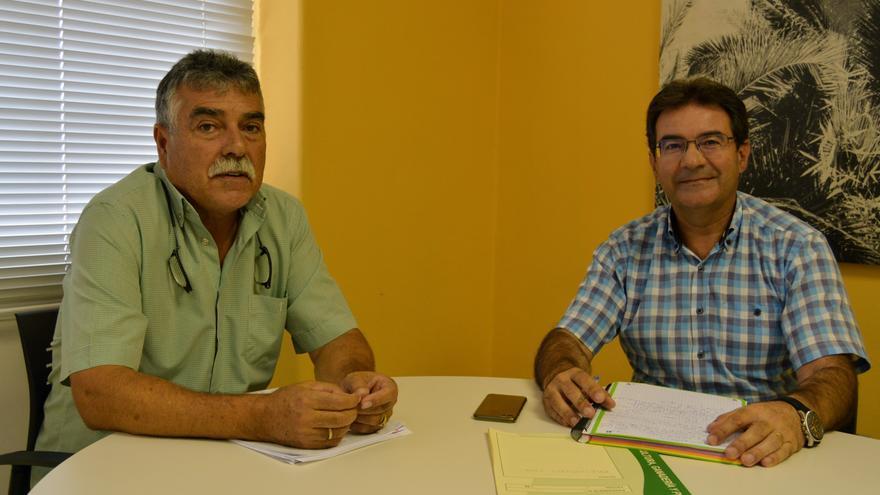 Miguel Martín, presidente de la Asociación Palmera de Agricultores y Ganaderos, y José Adrián Hernández, consejero de Agricultura, Ganadería y Pesca del Cabildo de La Palma.