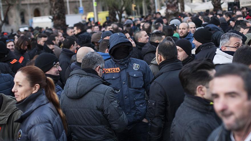 Manifestantes en la plaza Universitat de Barcelona