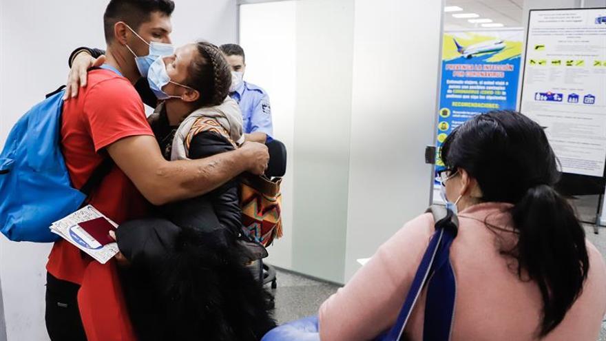 Indignación, quejas y reclamos en el último vuelo a Europa desde Paraguay