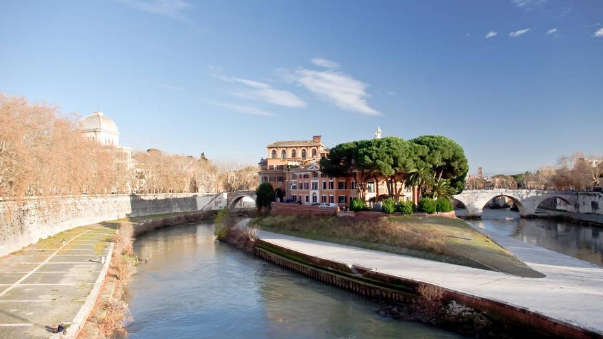 Isla Tiberina, a orillas del barrio del Trastevere, en Roma.