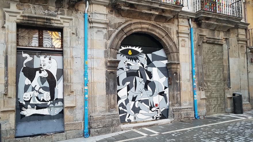 El Gobierno de Navarra ha comenzado a sellar las entradas al palacio Marqués de Rozalejo, sede 'okupada' del gaztetxe Maravillas.
