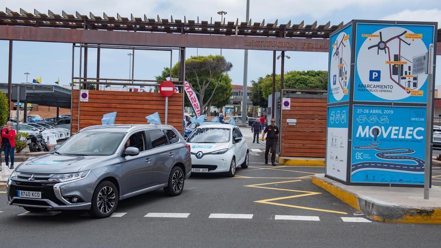 Caravana de coches eléctricos en Las Palmas de Gran Canaria.