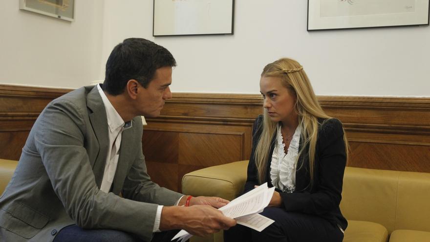 Pedro Sánchez traslada a Lilian Tintori su apoyo tras el asesinato de un líder opositor durante un mitin en Venezuela
