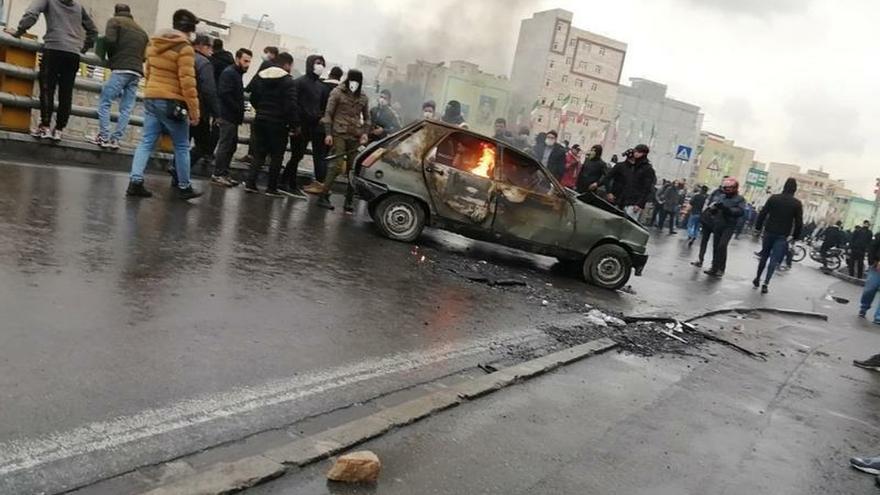 Protestas y disturbios en Irán contra la subida del precio de la gasolina