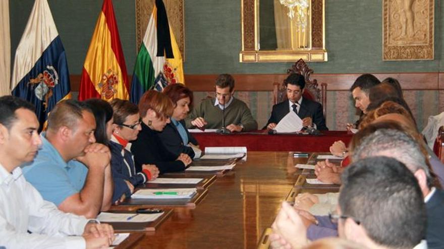 El alcalde Pedro Martín, el una sesión del Ayuntamiento de Guía de Isora