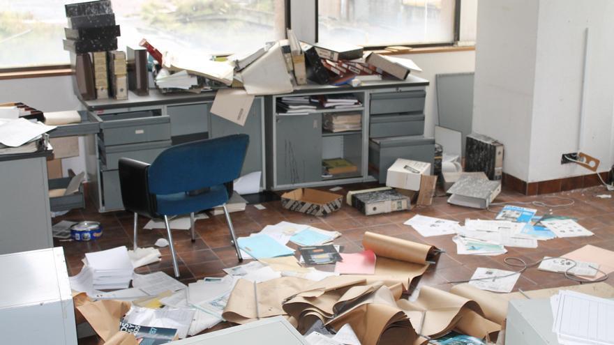 El desorden de las oficinas representa el abandono de la central nuclear