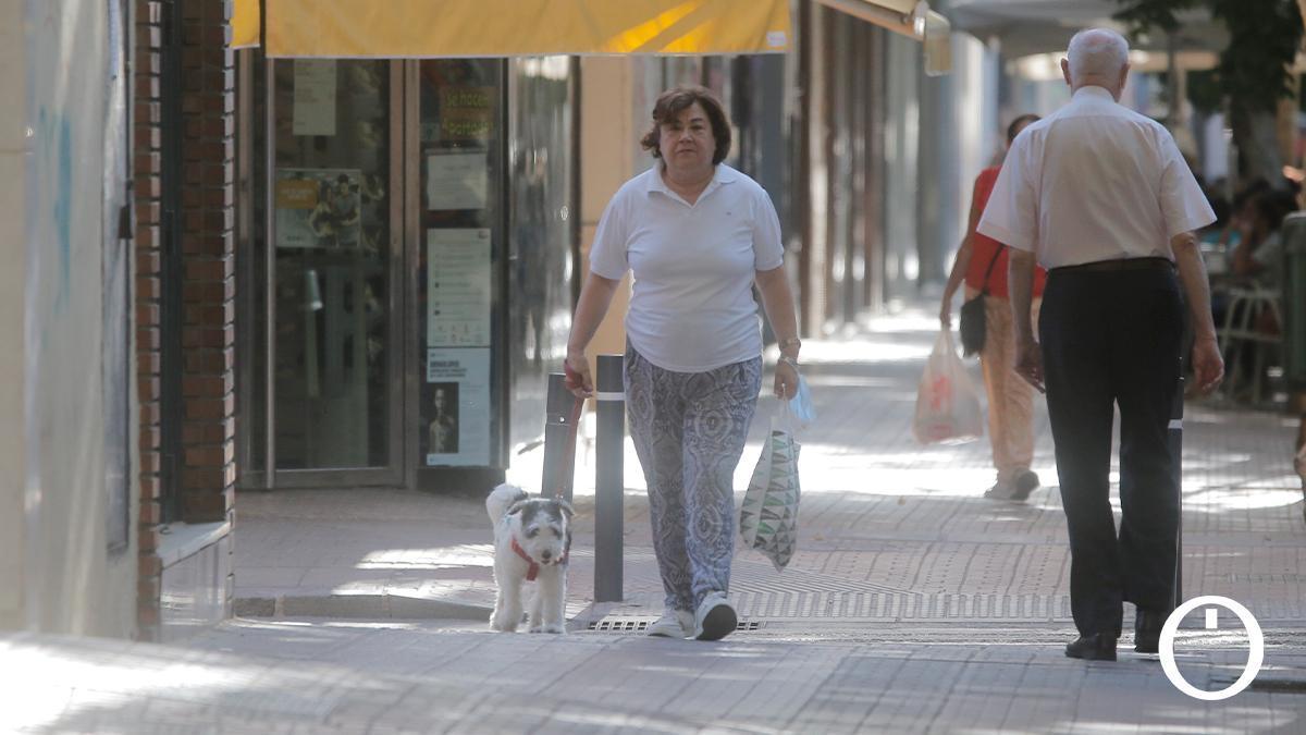 Cordobeses paseando por la ciudad