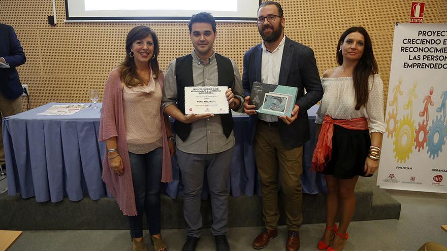 Los ganadores recogen su distinción junto a Mar Téllez y Marisol Chacón | ÁLEX GALLEGOS