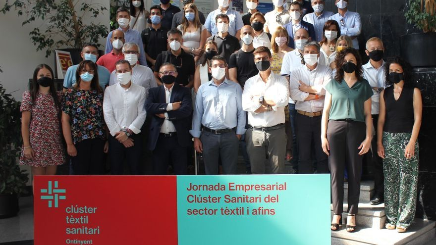 Imagen de los participantes en la jornada empresarial del Clúster de Ontinyent.