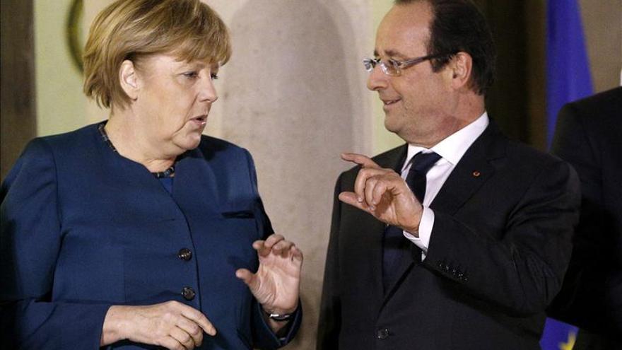 Hollande y Merkel renuevan su compromiso de velar por el futuro de Europa