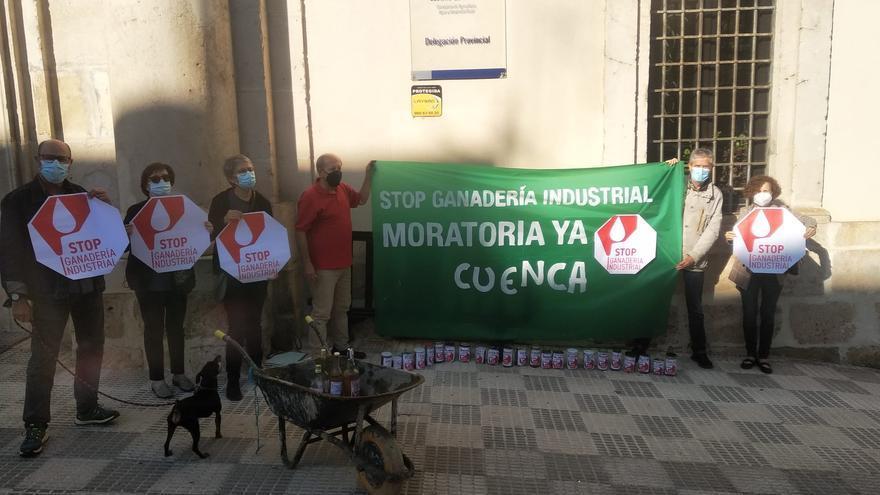 Nueva acción de protesta de Pueblos Vivos Cuenca contra la proliferación macrogranjas de ganadería industrial