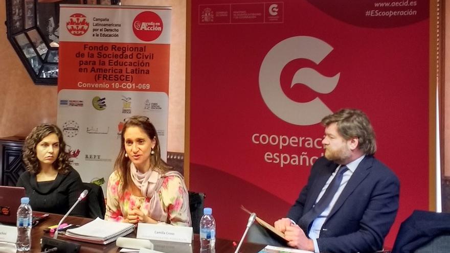 Camilla Croso interviene en presencia de Javier Gavilanes, Jefe del Departamento de Cooperación Sectorial de la AECID.
