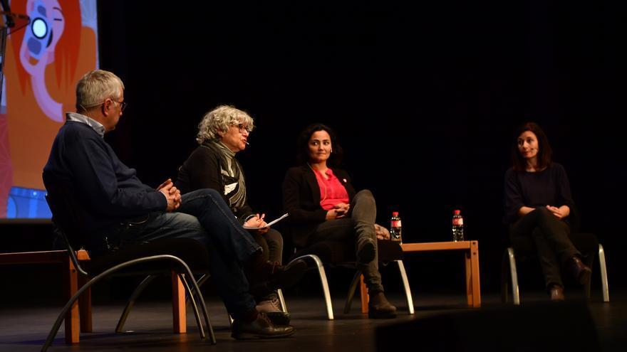 Alfonso Armada, Macu de la Cruz, Mayte Carrasco y Maribel Izcue en la mesa redonda sobre periodismo internacional.