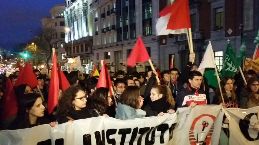 Jóvenes encabezan la pancarta de la manifestación en Madrid contra la reforma de los grados universitarios con la que se culmina la jornada de huelga / FOTO: Mercedes Domenech
