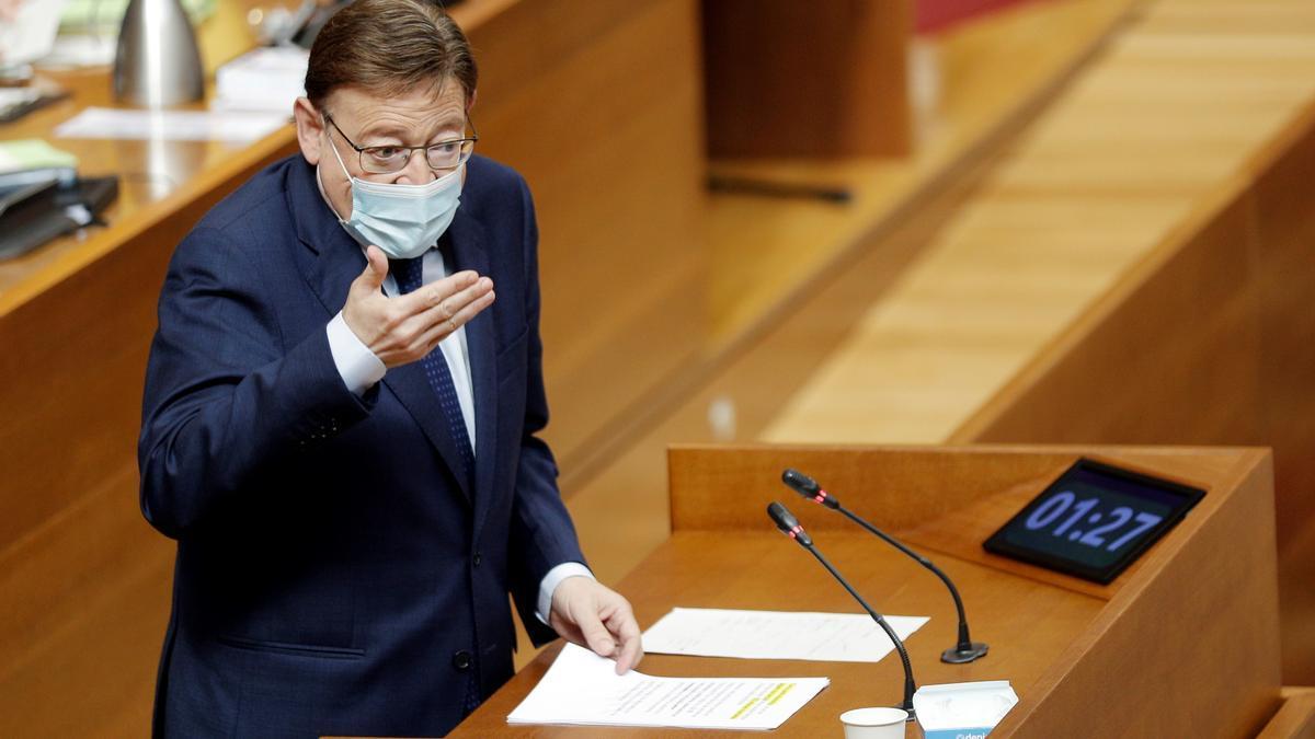 El president de la Generalitat, Ximo Puig, durante una sesión de control de les Corts. EFE/Manuel Bruque