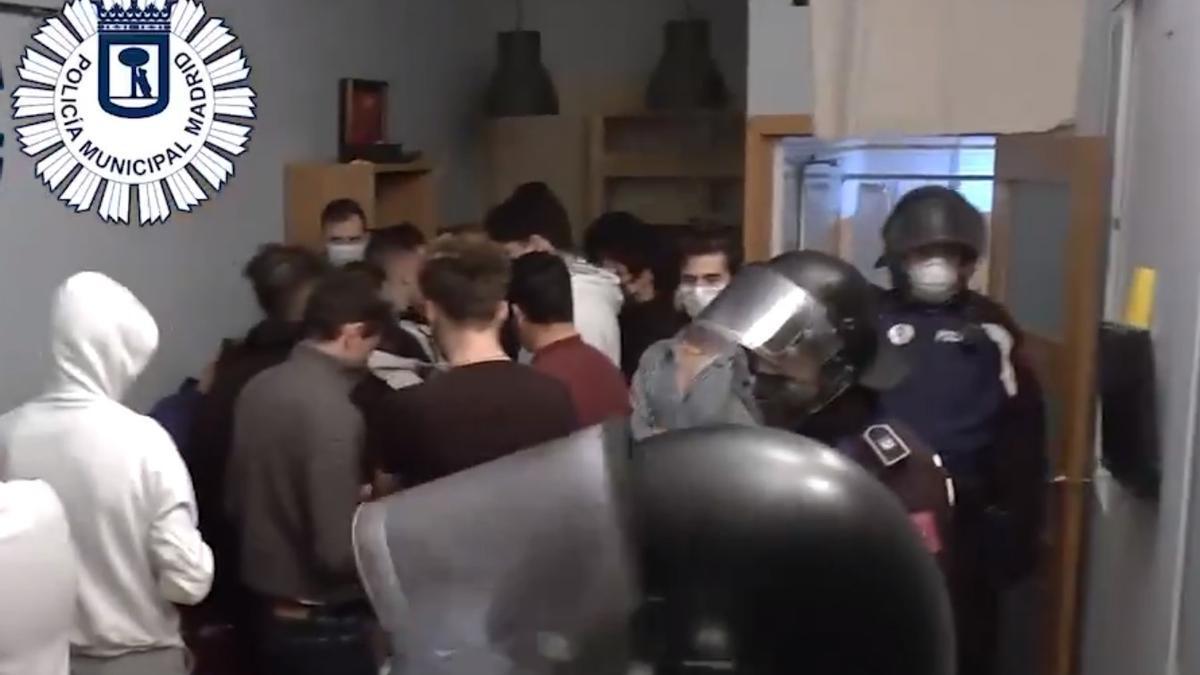 La Policía Municipal interviene en una fiesta ilegal celebrada en un piso turístico de distrito Centro de Madrid