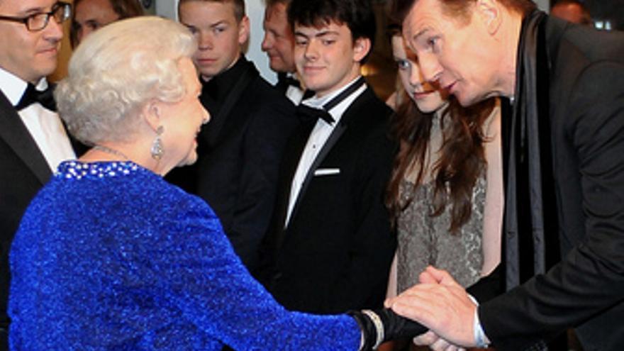La Reina de Inglaterra Isabel II en el estreno de Narnia 3