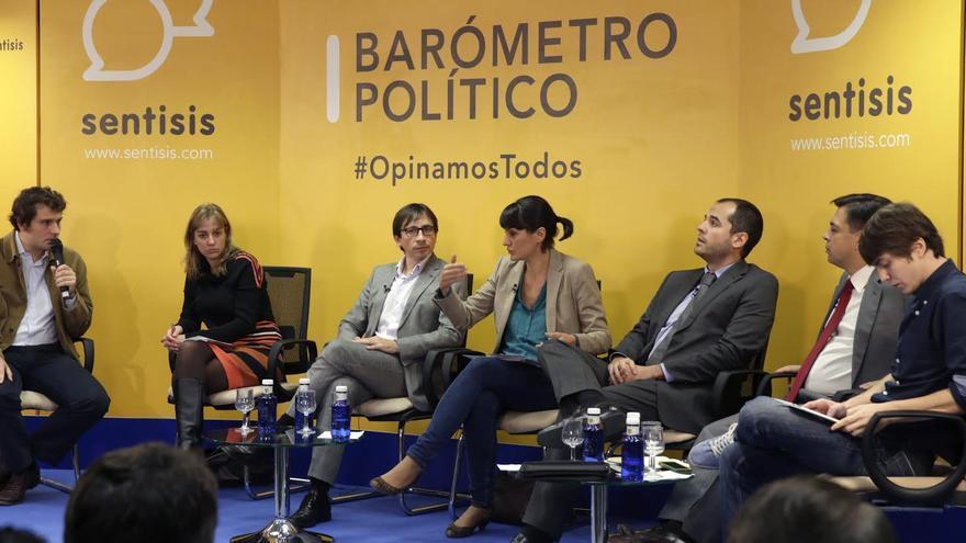 Mesa redonda de partidos: Borja González (Sentisis), Tania Sánchez (IU), Ramón Marcos (UPyD), María González (PSOE), Ignacio Aguado (Ciudadanos), y Eduardo Fernández (Podemos)