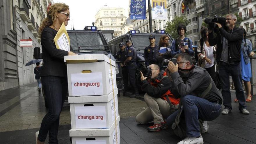 UPyD premia a Elena Alfaro por su campaña a favor de bancos de libros texto