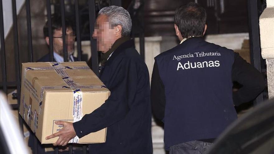 Detenidos la secretaria de Rodrigo Rato y un testaferro