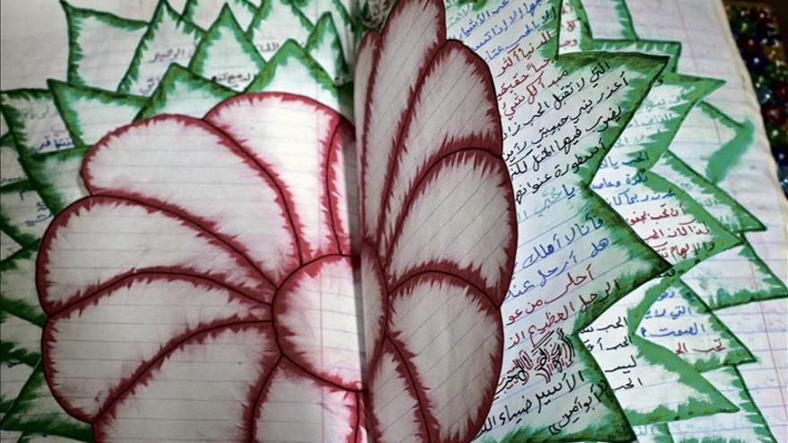 Shibli reflexiona con sus fotos sobre las comunidades que luchan por su hogar