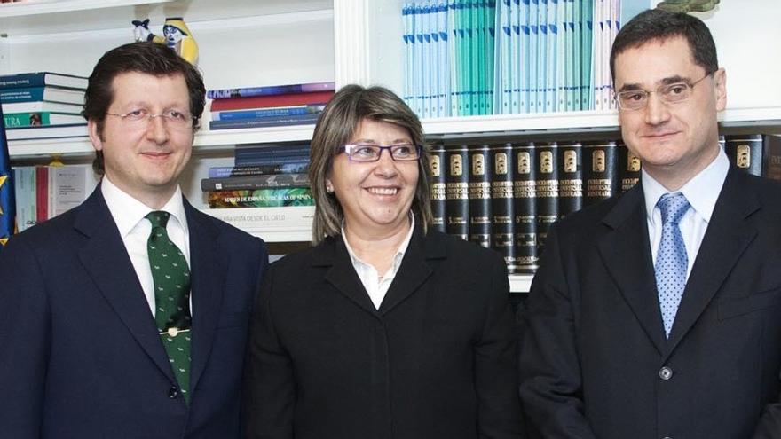 Fernández-Couto (derecha), con la entonces conselleira de Medio Rural y su secretario general