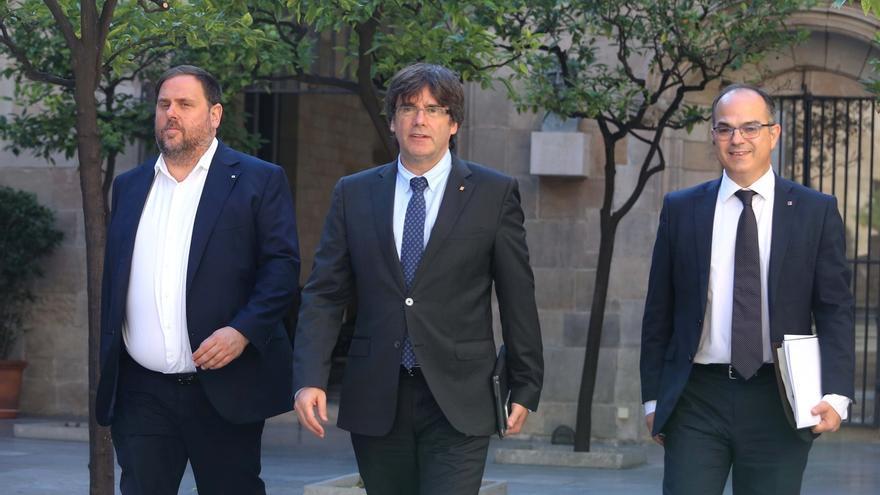 Puigdemont y Junqueras se reúnen en la Generalitat al día siguiente de las detenciones