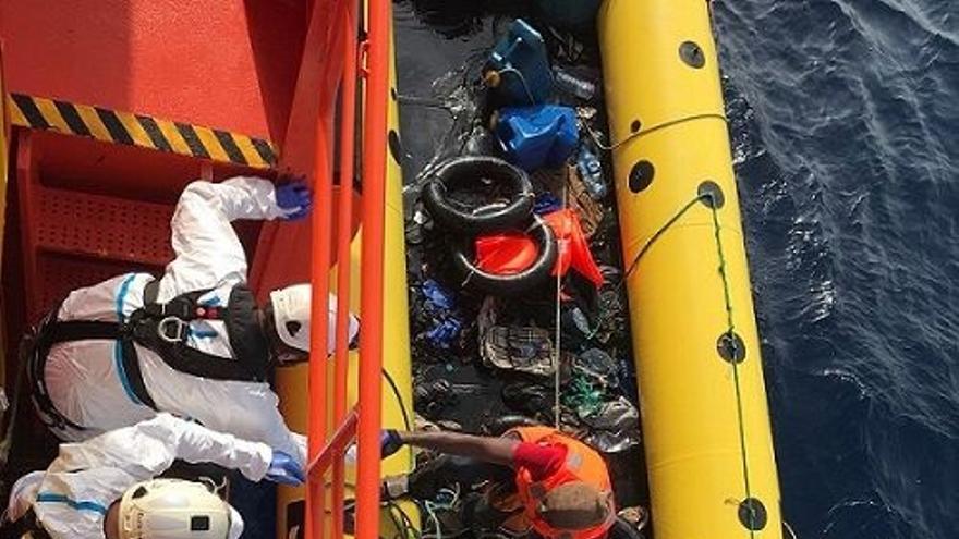 Trasladadas a Algeciras 18 personas rescatadas de dos pateras