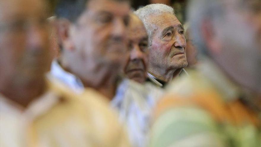 Los españoles son siete años más viejos de media que hace dos décadas