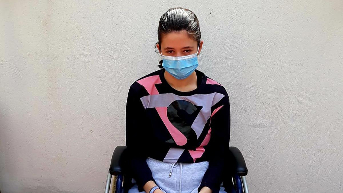 Lucía Rubio, en silla de ruedas.