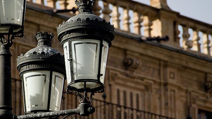 Las lámparas de las primeras farolas eléctricas tenían una potencia de entre 5 y 10 vatios