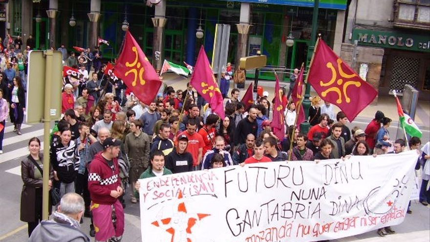 Manifestación del 1º de mayo de 2006 en Torrelavega.   DIEGU SAN GABRIEL
