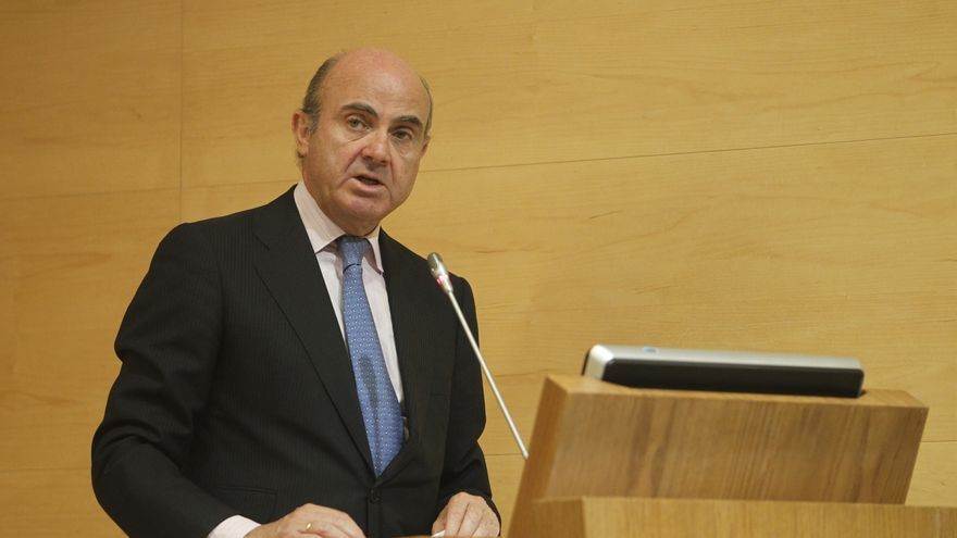 (Ampl.) Guindos descarta nuevos recortes tras empeorar Bruselas sus previsiones de déficit para España