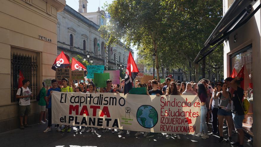 """Miles de estudiantes se manifiestan en Andalucía en la jornada de huelga por el clima que califican de """"tremendo éxito"""""""