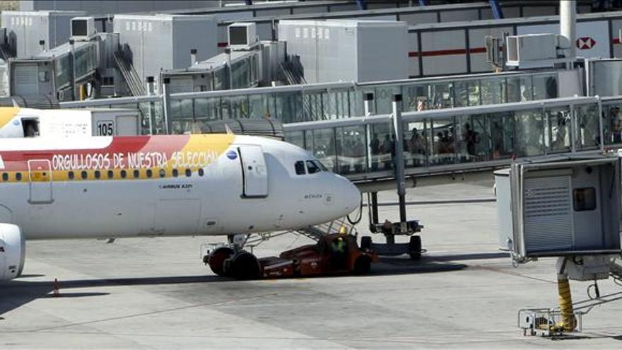 Coalición Canaria pregunta a Aena por posibles cambios del servicio guiado de aviones en Barajas