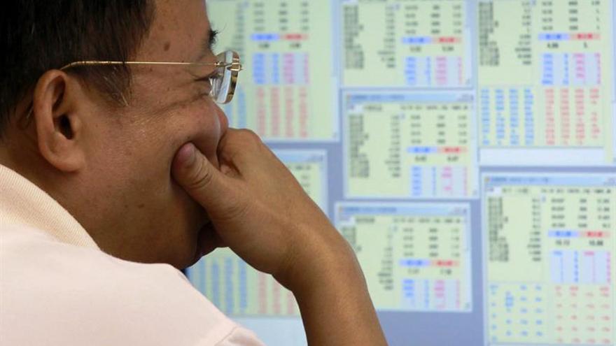 La Bolsa de Hong Kong baja un 0,95 % a media sesión